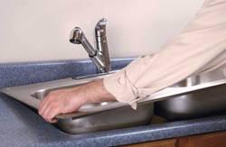 Сантехник в Кстове. Услуги сантехника – установка раковины на кухне. город Кстово